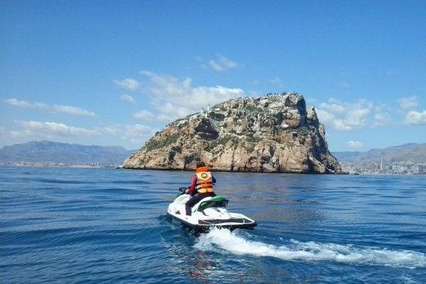 Huurappartementen Estartit: snelheid en avontuur aan boord van een waterscooter