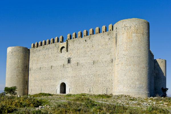 """Bezoek het """"castell Montgri"""" (het kasteel van de grijze berg)"""